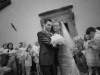 Il lancio del riso - Sposa e sposo - Fotografia di matrimonio