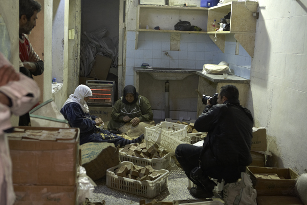Donne musulmane lavorano il sapone