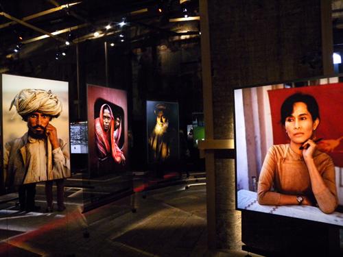 Interno della mostra del maestro in quel di Milano - Dicembre 2009