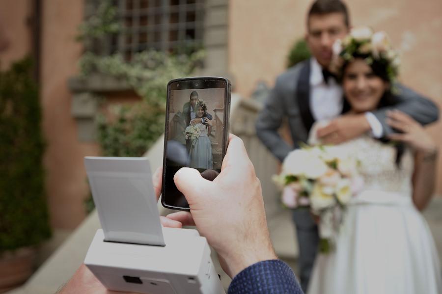 Fotografia di matrimonio con cellulare