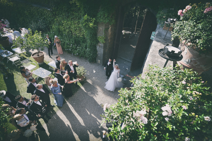 Matrimonio, Castello di Vincigliata, Wedding, Best Photographer, Firenze, Florence, Heidi, Sugababe, Luxury, Villa San Michele, Fiesole, ceremony, flowers arch