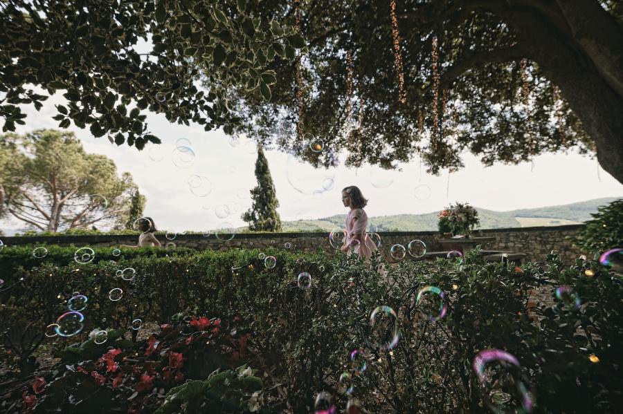 Fotografo di matrimonio, wedding photographer, Castello di Vicchiomaggio, Firenze, Florence, Tuscany, amazing location, stunning venue, luxury wedding, children